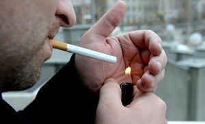 Можно ли курить в подъезде дома